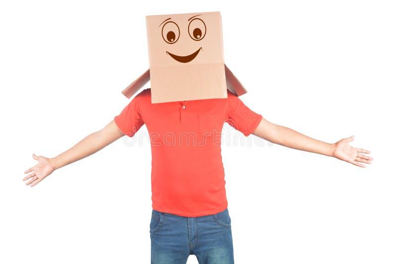 Barn bemannar att göra en gest med en kartong på hans huvud med smiley royaltyfria bilder