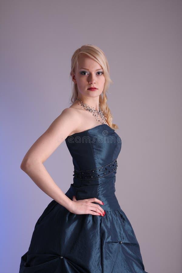 barn för klänningstudentbalkvinna royaltyfri foto