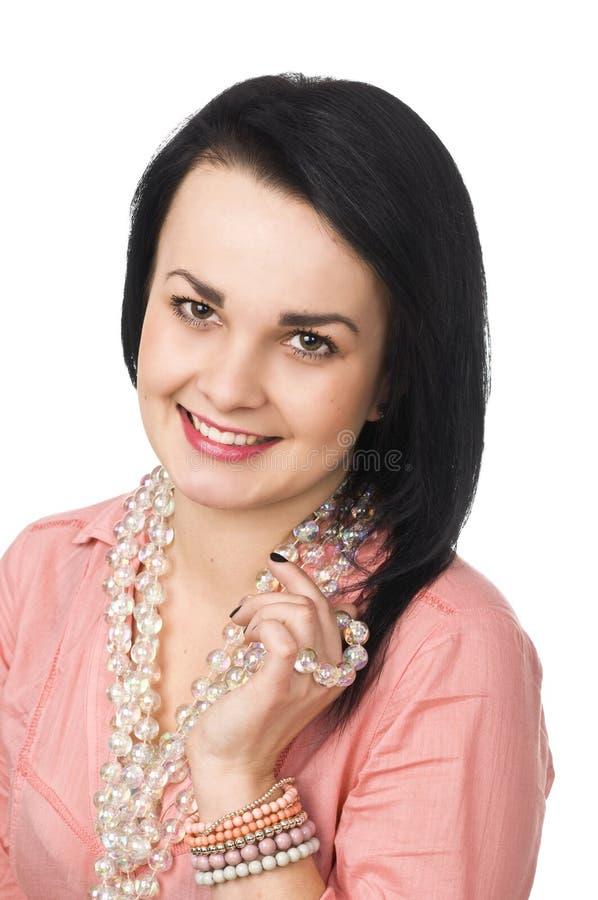 barn för kvinna för attraktiv för bakgrund härlig för brunett glass naturlig stående för halsband vitt royaltyfria foton