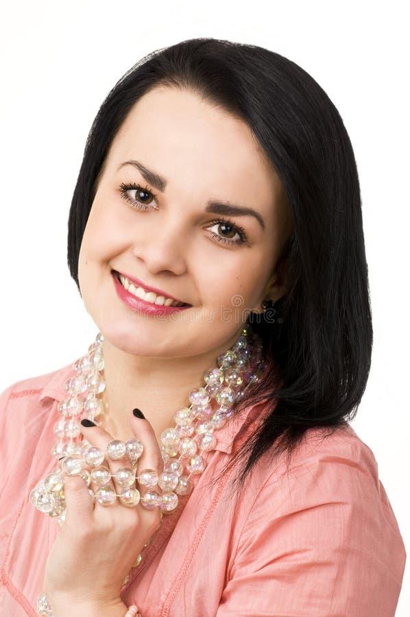 barn för kvinna för attraktiv för bakgrund härlig för brunett glass naturlig stående för halsband vitt arkivbild