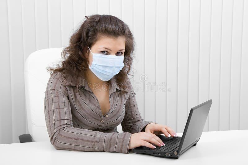 barn för kvinna för bärbar datormaskering medicinskt royaltyfri bild