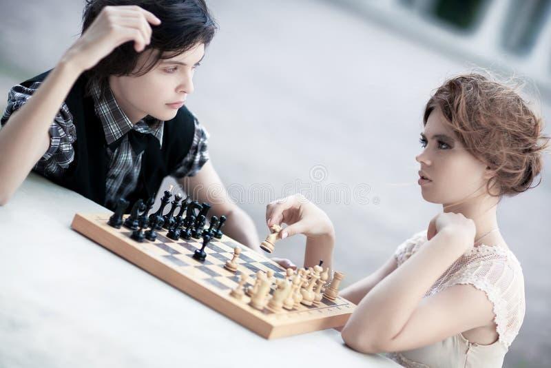 barn för kvinna för schackman leka arkivfoto