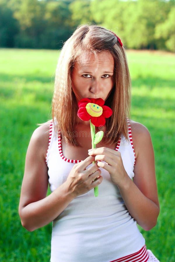 barn för kvinna för stående för blommahand plushy arkivbilder