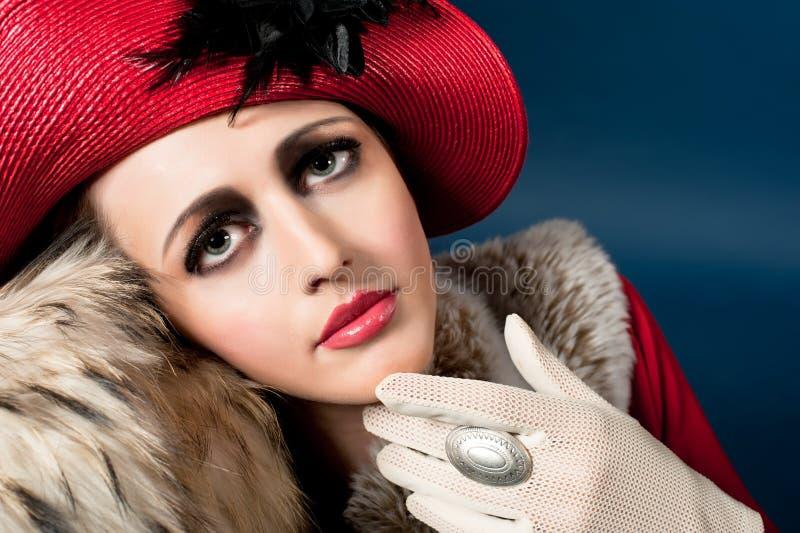 barn för kvinna för stil för hattstående rött retro royaltyfria bilder