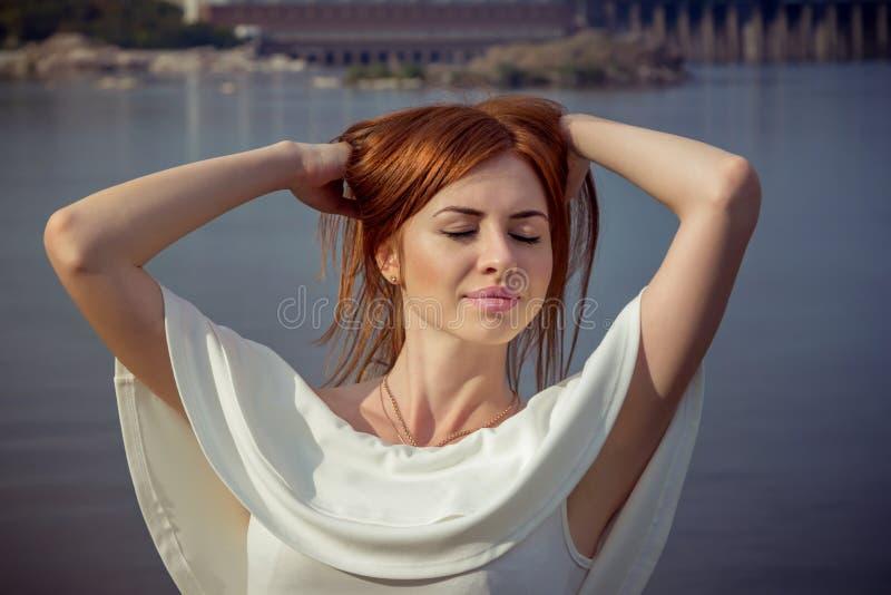 barn för kvinna för härlig hårstående rött arkivbilder