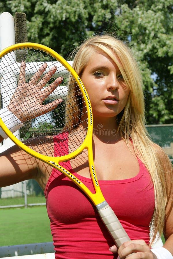 barn för kvinna för tennis för holdingspelareracket royaltyfria foton