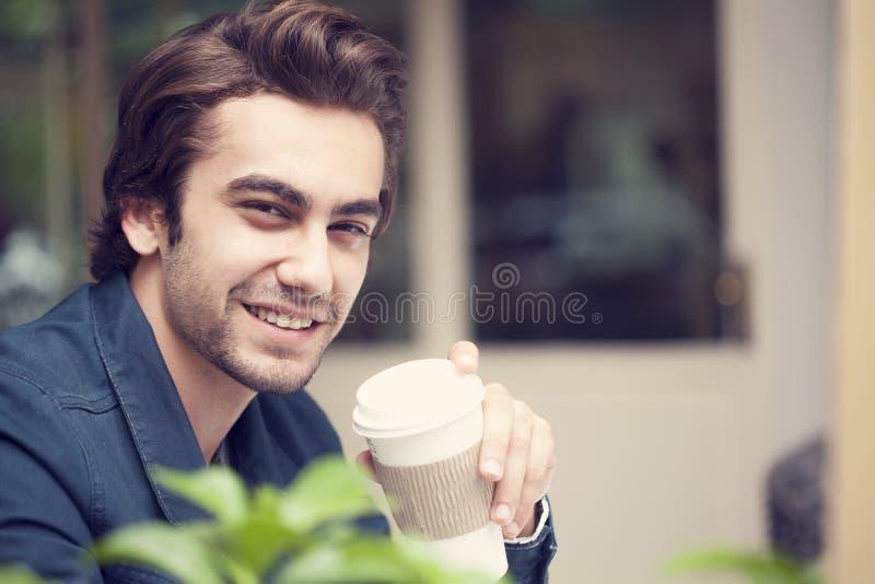 barn för man för cafekaffe dricka royaltyfri fotografi
