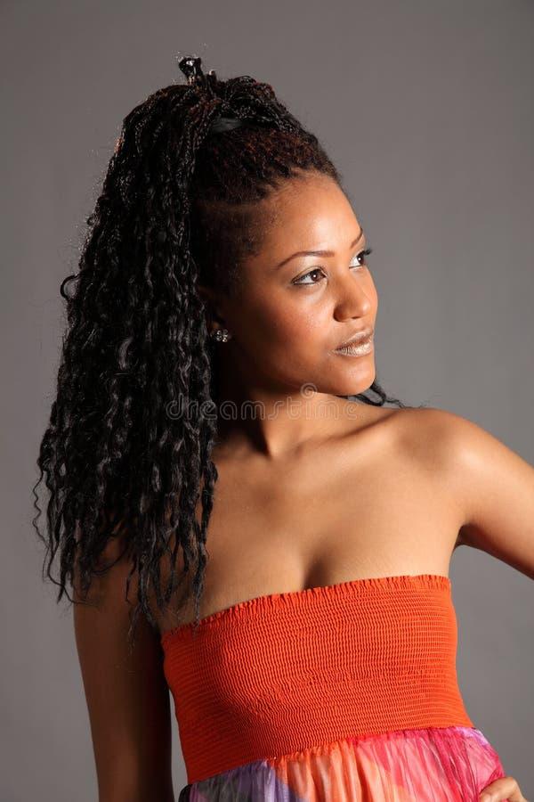 barn för model stående för afrikansk amerikan regal arkivfoton