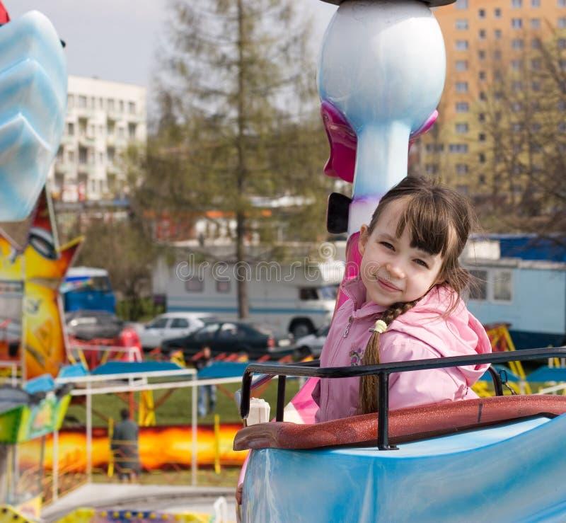 barn för munterhetflickapark royaltyfria bilder