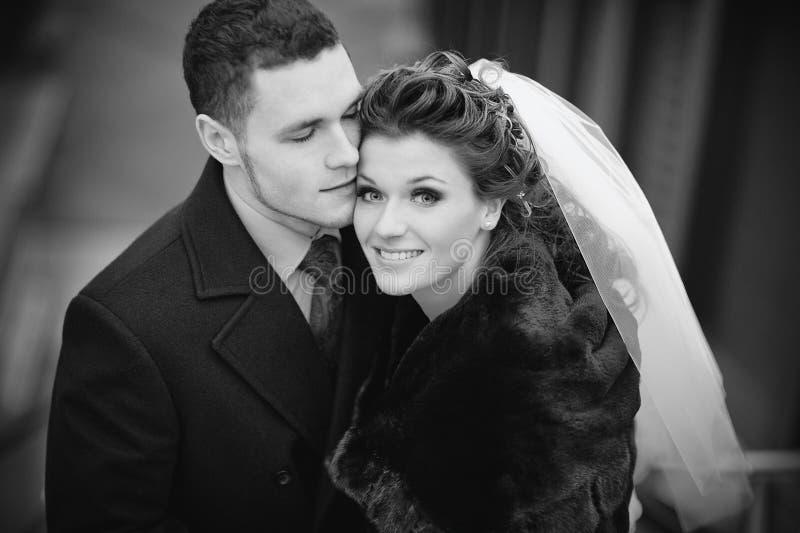 barn för parståendebröllop arkivfoton