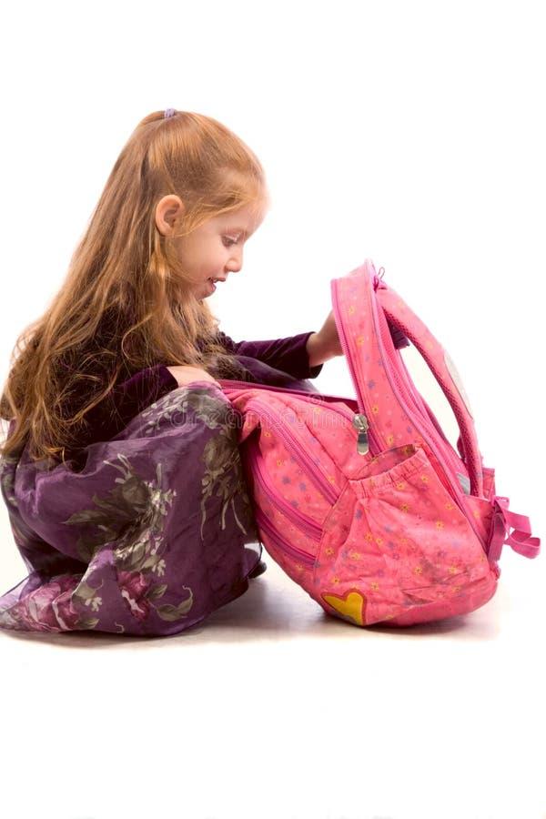 barn för ryggsäckflickapink royaltyfri foto