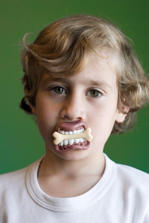 barn för skämt s för pojke gulligt royaltyfria foton