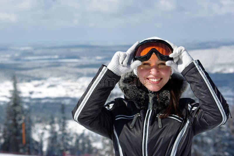 barn för skiersmileykvinna royaltyfri bild