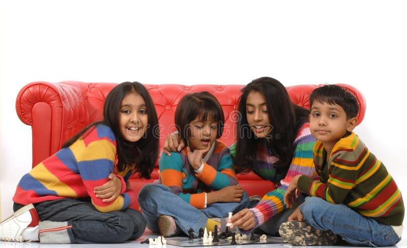 barn grupperar att leka royaltyfri fotografi