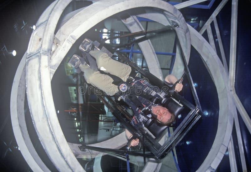 Barn i anti--gravitation övningsmaskin på utrymmelägret, George C Marshall Space Flight Center Huntsville, AL arkivbild