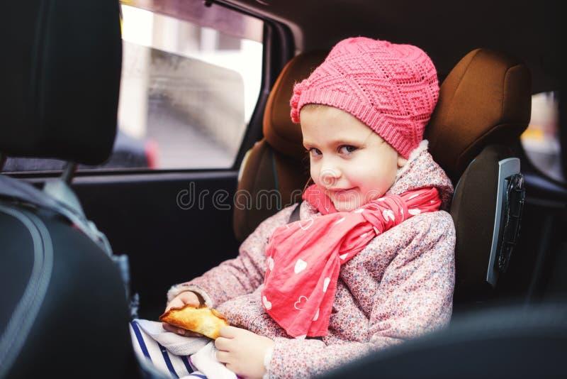 Barn i automatisk royaltyfri foto