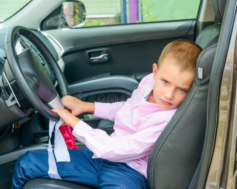 Barn i bil arkivfoto
