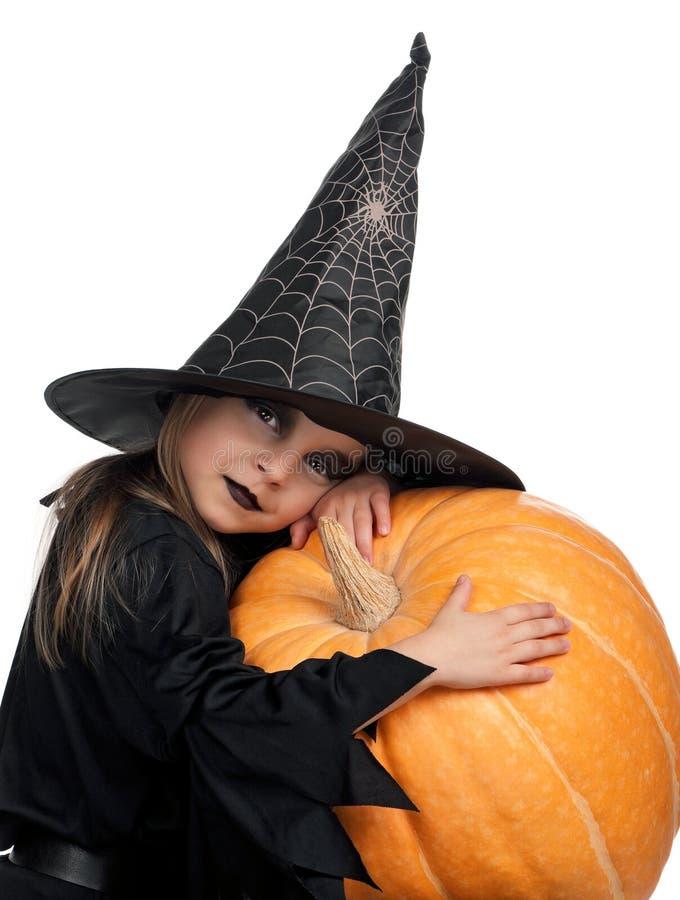 Barn i den halloween dräkten royaltyfri bild