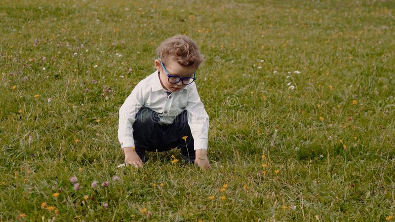 barn i exponeringsglas royaltyfria foton