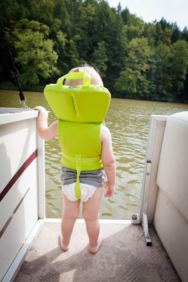 Barn i Lifejacket arkivfoto