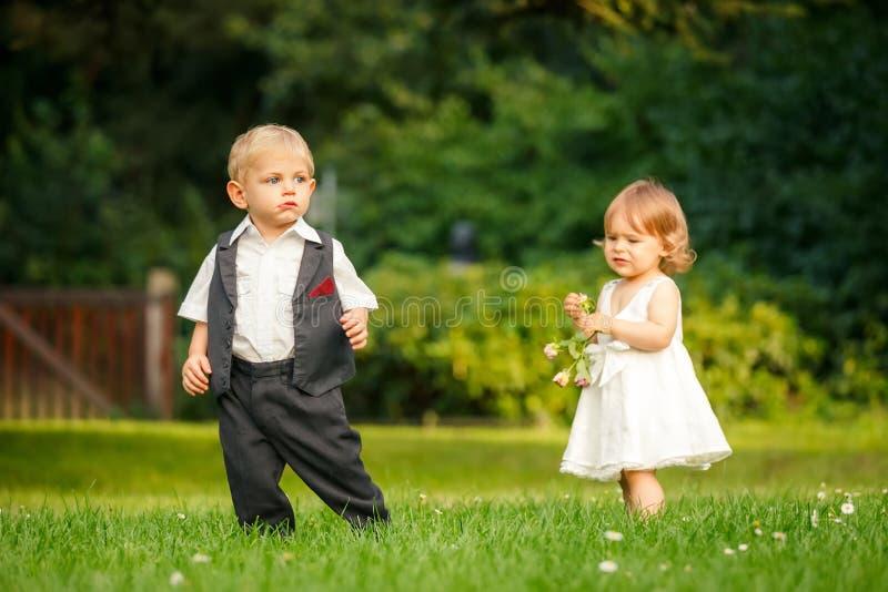Barn i parken arkivfoton