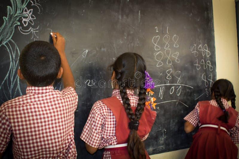 Barn i skola royaltyfri fotografi