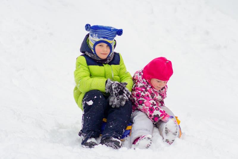 Barn i vinter royaltyfria bilder