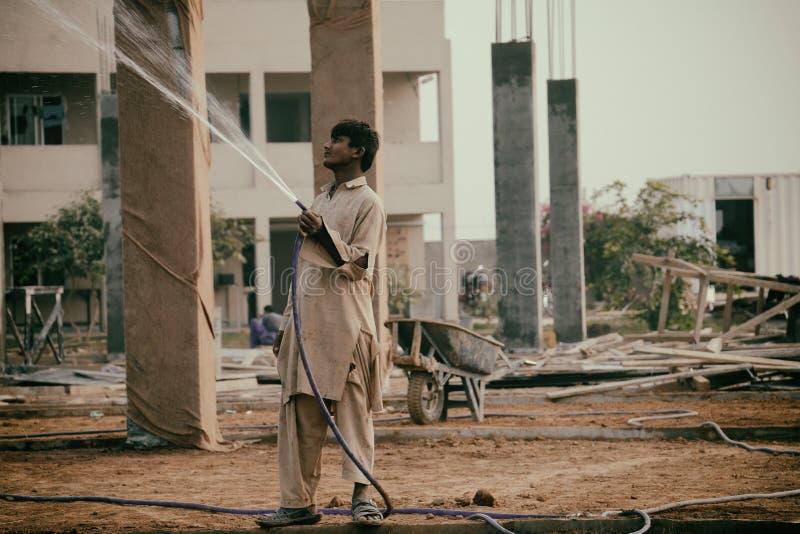 Barn Labour på konstruktionsplats royaltyfria foton