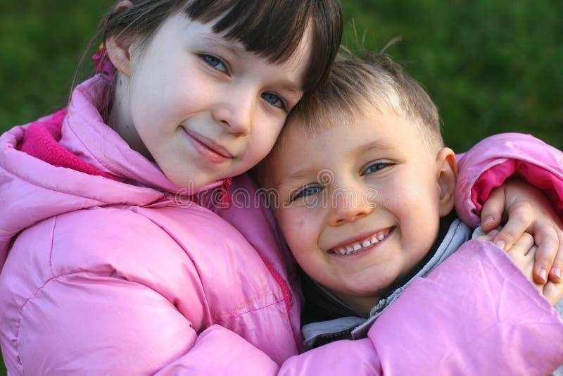 barn lyckliga två arkivfoto