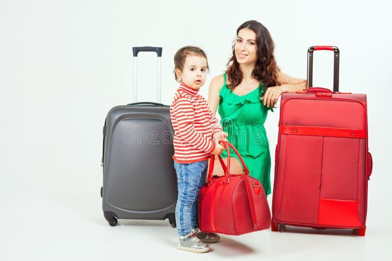 Barn med modern som är klar att resa till Europa, Italien royaltyfri bild