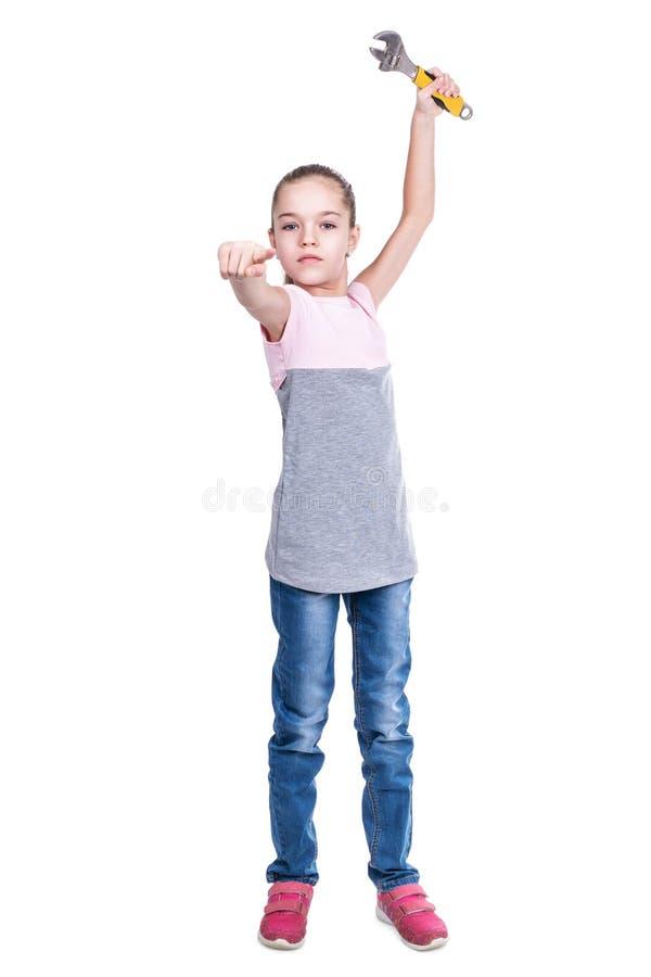 Barn med skiftnyckelpunkter med hans finger arkivfoton