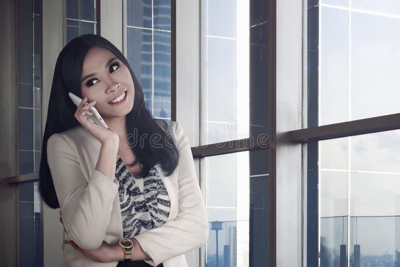 Barn och asiatisk affärskvinna för skönhet royaltyfria bilder