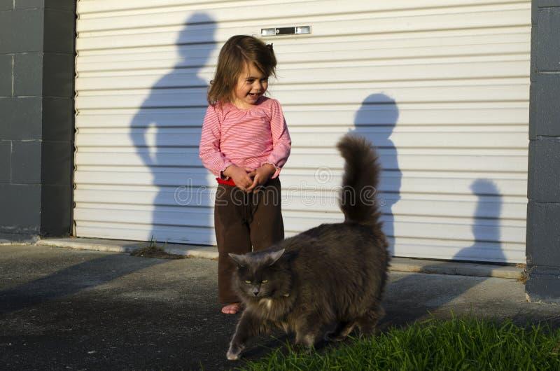 Barn och husdjur fotografering för bildbyråer