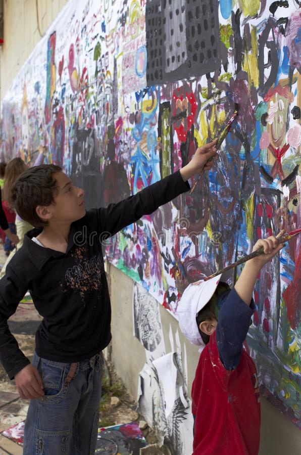Barn och konsten royaltyfria bilder