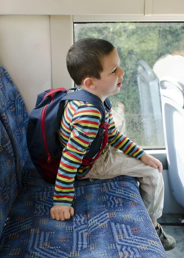 Barn på bussen arkivfoto