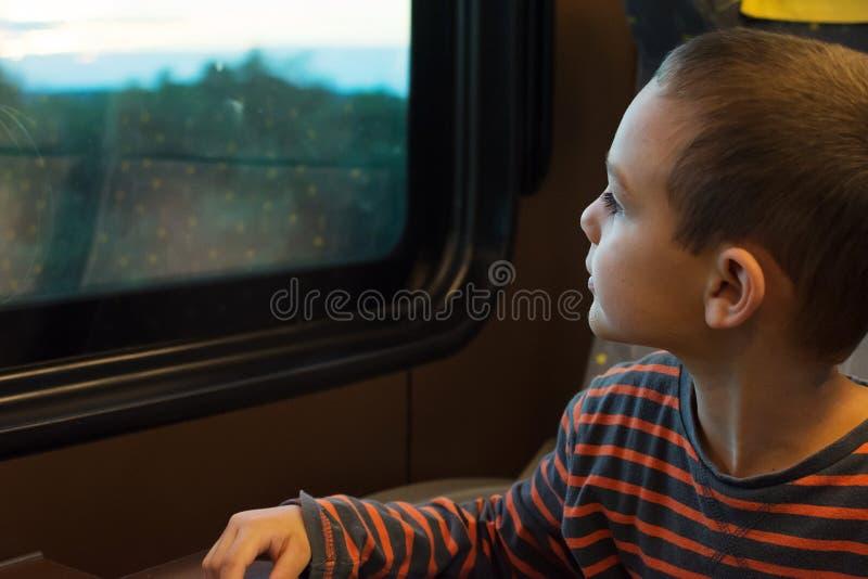 Barn på drevet royaltyfri fotografi