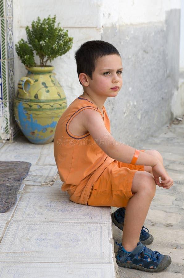 Barn på gatan royaltyfria bilder