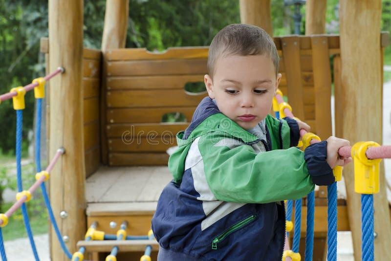 Barn på lekplatsen arkivbild