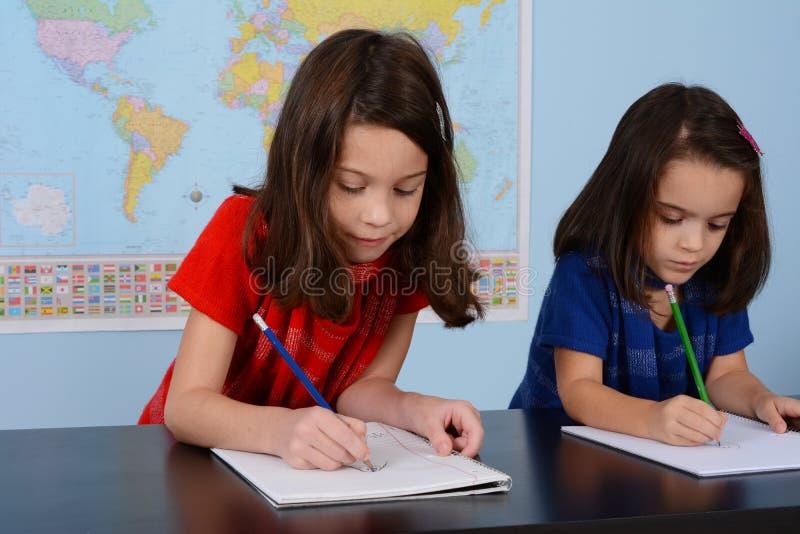 Barn på skolan arkivfoto