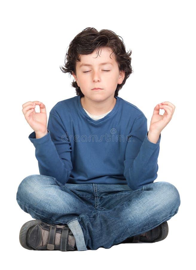 barn som öva avkopplad yoga royaltyfria bilder