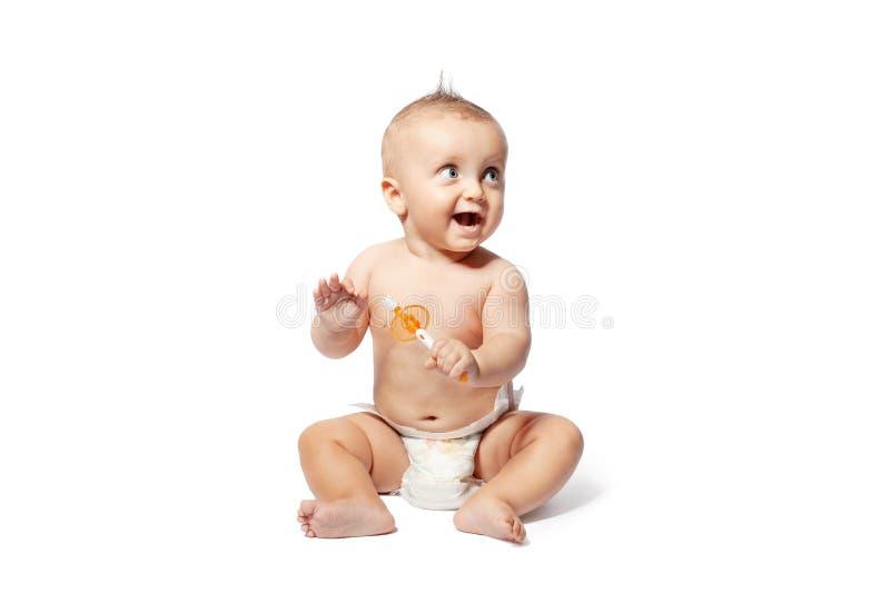 Barn som borstar tänder som isoleras på vit bakgrund fotografering för bildbyråer