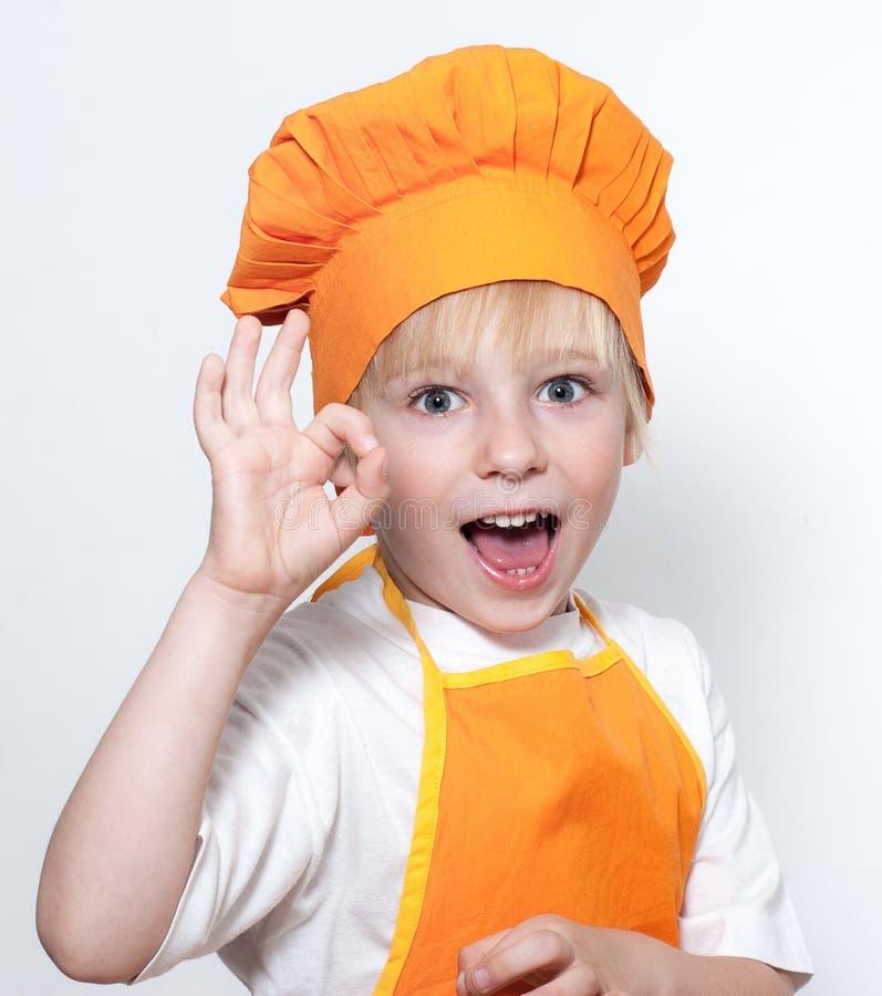 Barn som en kockkock royaltyfri foto