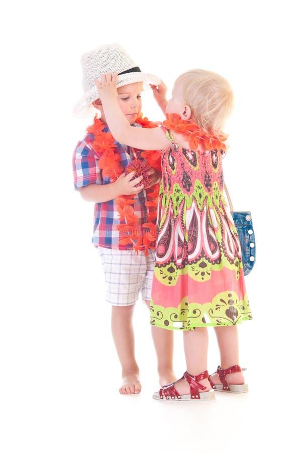 barn som möter två fotografering för bildbyråer