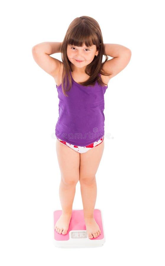 Barn som oroas om hennes vikt royaltyfri fotografi