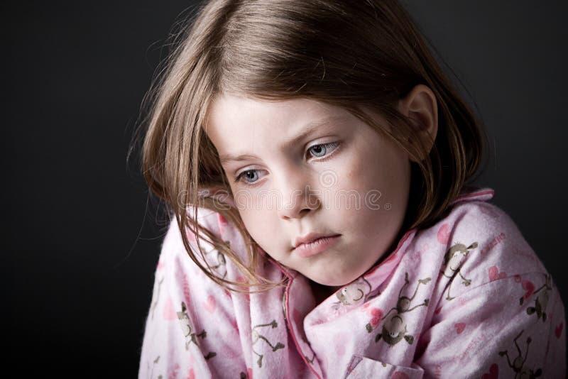 barn som ser SAD barn arkivbilder