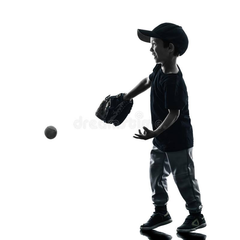 Barn som spelar den isolerade konturn för softballspelare royaltyfri fotografi