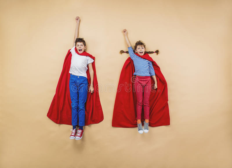 Barn som superheroes arkivbild