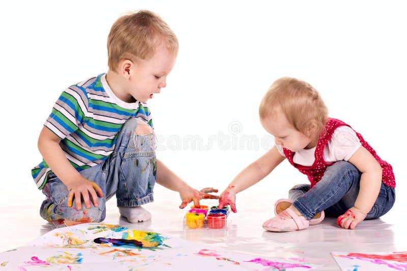 barn som tecknar händer little arkivbild