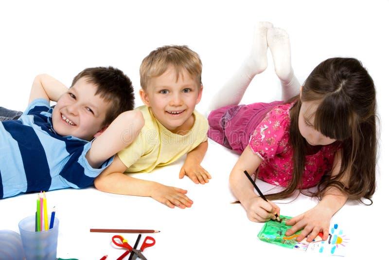 barn som tecknar lyckligt tre arkivbilder