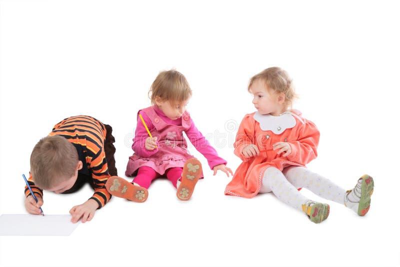 barn som tecknar tre fotografering för bildbyråer
